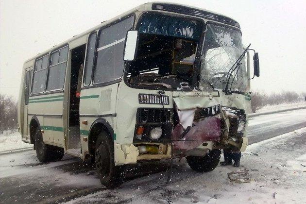 Семь человек пострадали в итоге столкновения автобуса итрактора вЗабайкалье