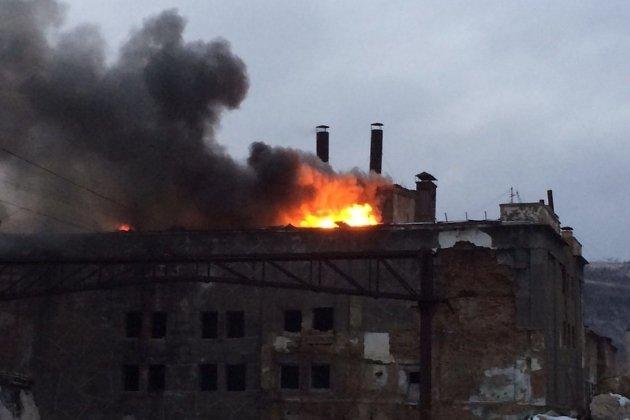 МЧС: Заброшенное строение вЧите парит после пожара, ноне дымится