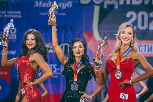 Дарья Сороканюк в центре
