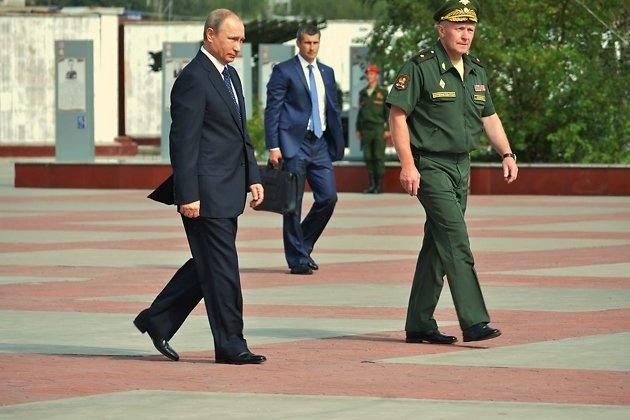 Путин на мемориале