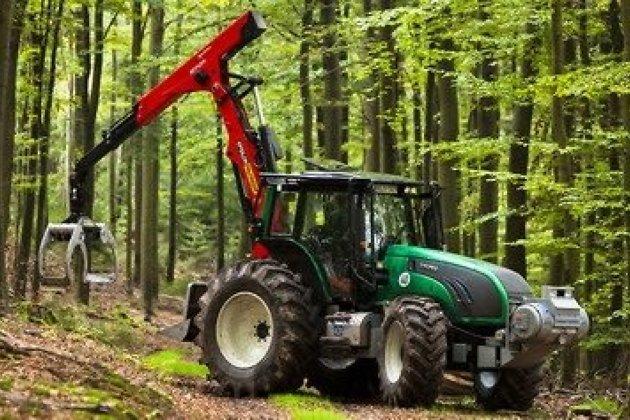 Сергей Левченко подписал соглашение осотрудничестве сПетербургским тракторным заводом