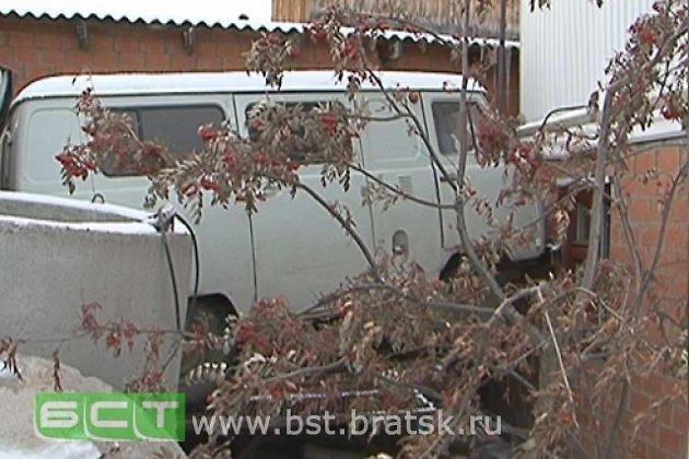 ВБратске грузовой автомобиль врезался в дом