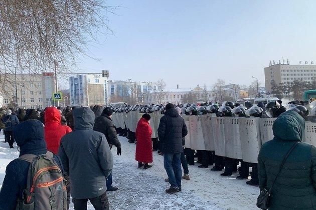 ОМОН блокировал участников шествия в районе правительства Иркутской области