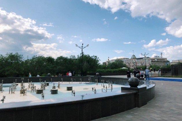 Музыкальный фонтан на площади Ленина в Чите