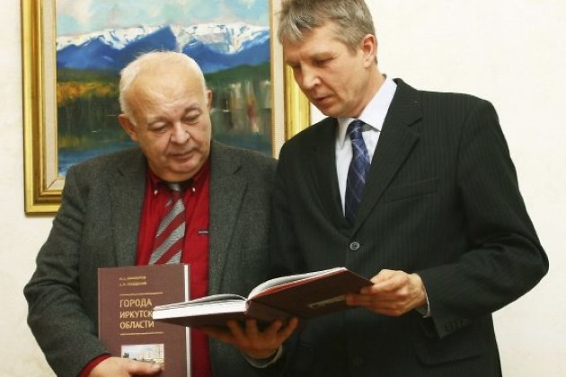 Ректор Александр Суходолов с экс-ректором Михаилом Винокуровым