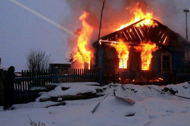4  человека погибли напожаре впоселке Усть-Ордынский вПриангарье