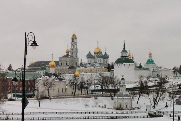 Вид на Свято-Троицкую Сергиеву лавру со смотровой площадки