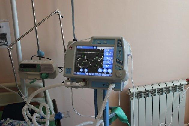 Сейчас в госпитале ветеранов задействовано 35 аппаратов ИВЛ, постоянно в работе находятся 24 единицы