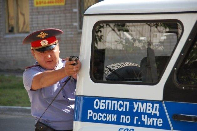 Выстрелами поколесам иномарки полицейские остановили нетрезвого водителя вИркутском районе