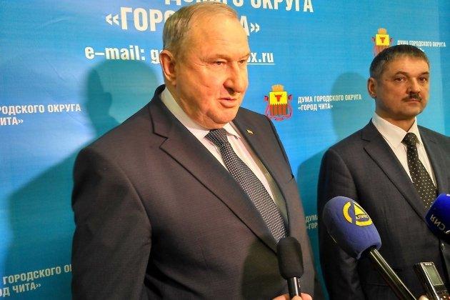 Глава гордумы Анатолий Михалёв и только что утверждённый на пост главы администрации города Олег Кузнецов.