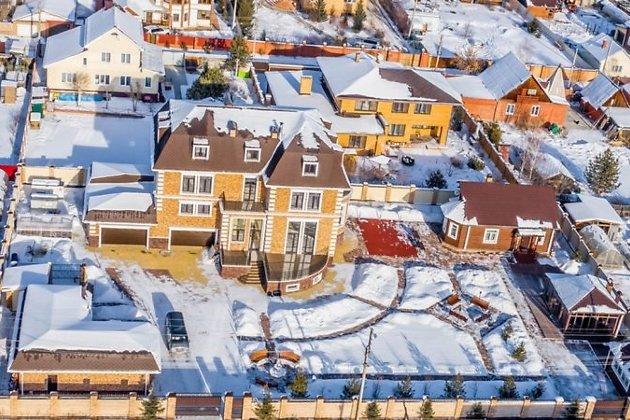 Участки и дом, который, по данным газеты, принадлежит Левченко