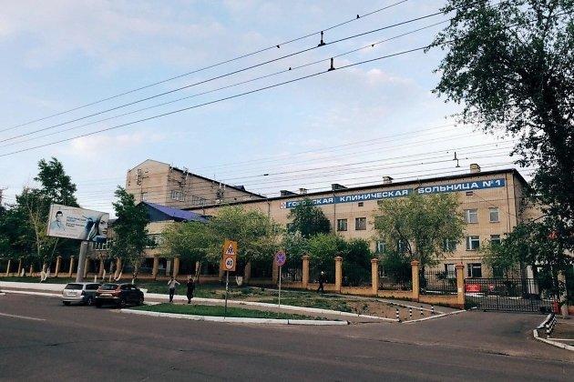 Первая городская больница, переоборудованная под моностационар по COVID-19. Отсюда в непростой последний путь отправилось тело одного из умерших от коронавируса.