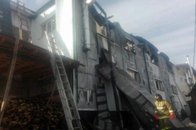 Интенсивный пожар произошел в коммерческом центре вселе Оса Иркутской области