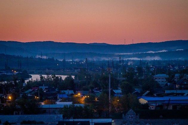 Индустриальный пейзаж промзоны у Ингоды перед восходом