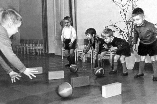 Игра с мячами. Детский сад № 20. Ленинград