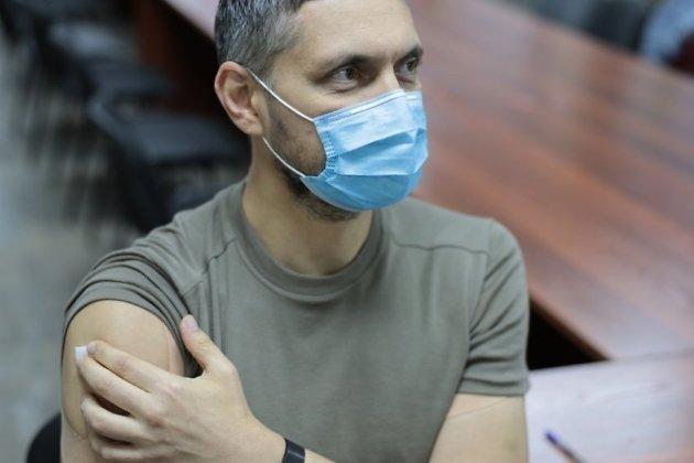 Губернатор Забайкальского края Александр Осипов поставил прививку от гриппа.