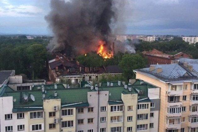 Видео пожара имнение очевидцев поповоду причины возгорания натерритории ИВВАИУ