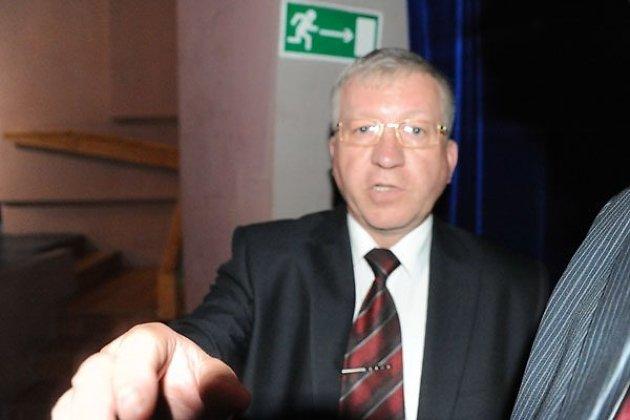 Андрей Мамрук. Потасовка с фотографом Евгением Епанчинцевым на вручение аттестатов в 2013 году