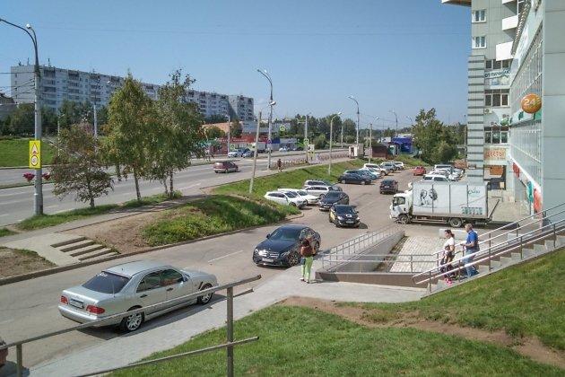 Вид на проспект Жукова со стороны улицы Ржанова