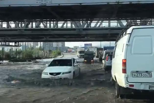 Затопленный переезд на улице Лазо, Чита