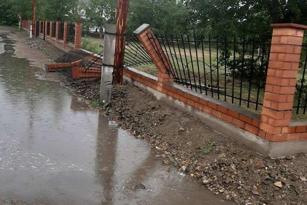 Забор вокруг парка в Борзе
