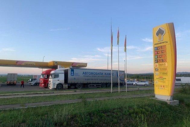АЗС Роснефти на федеральной трассе Чита - Хабаровск около Угданского кольца 13 июля 2021 года