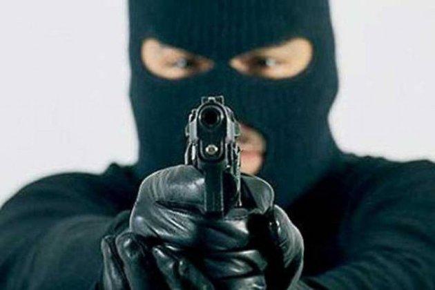 Двое неизвестных ограбили ювелирный магазин вУсть-Куте