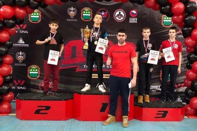 Рустам Байраков со своими воспитанниками