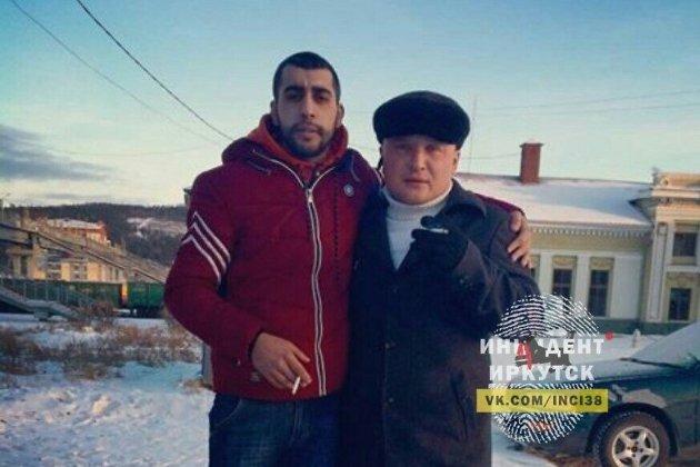 Антон Жданов (справа)