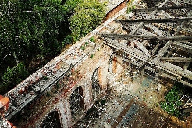 Крыша одного из корпусов ИВВАИУ, лето 2020 года
