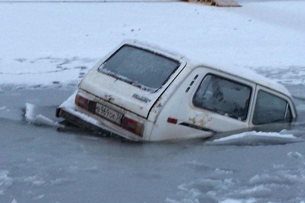 Автомобиль провалился под лёд нареке Лене вКиренском районе class=