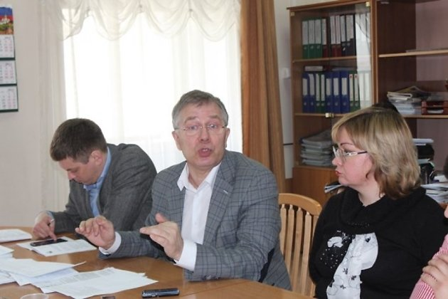 Сергей Коновалов (в центре)