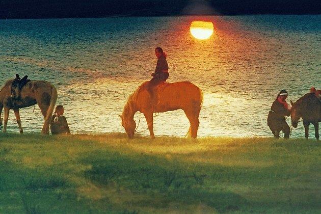 Поение коней в Монголии, 1989