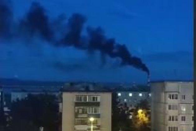 Чёрный дым из трубы ТЭЦ-1 в Чите