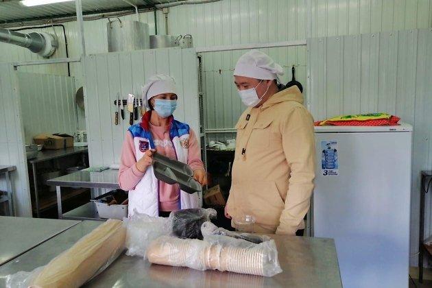 Министр экономического развития Забайкальского края Александр Бардалеев во время проверки