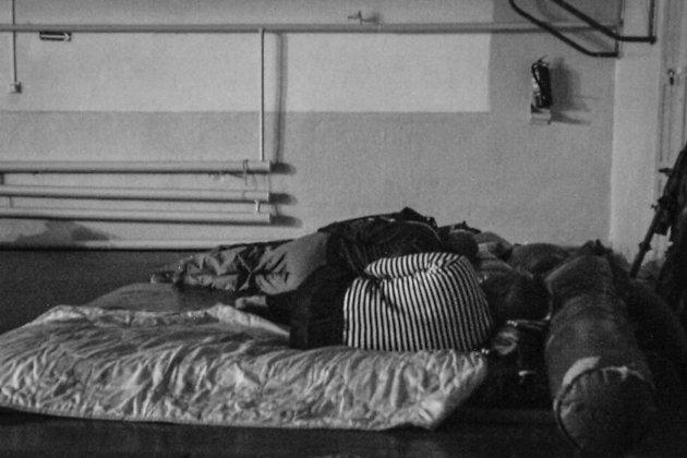 Шахтёры спят в спортзале