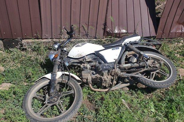 Мотоциклист врезался в забор в Чернышевске