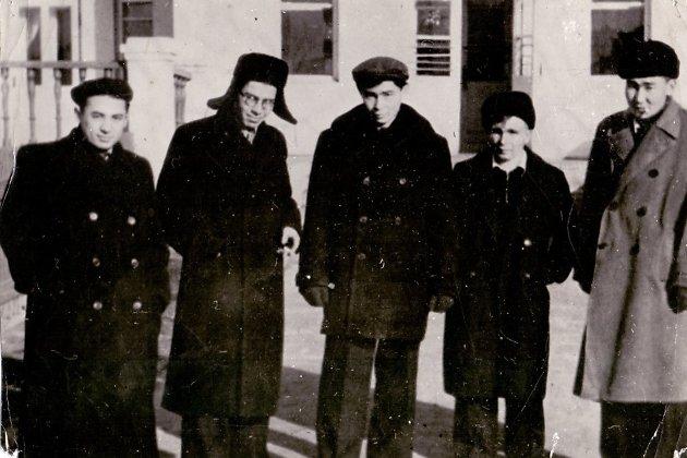 А. Вампилов с друзьями