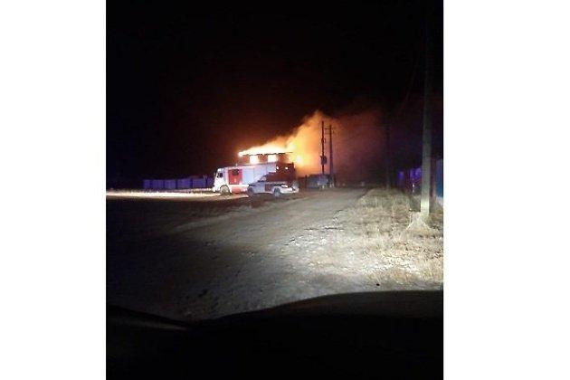 Двухэтажный дом в Читинском районе вспыхнул ночью 17 декабря.