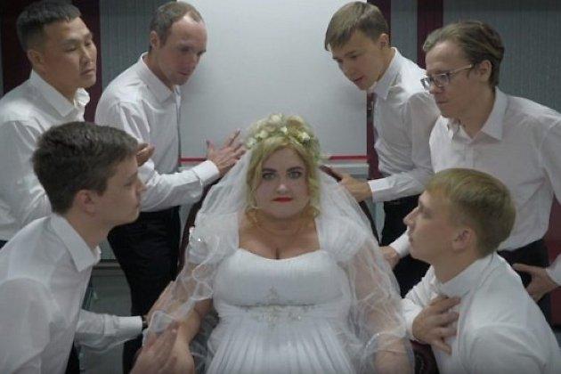 Кадр из ролика «Замуж за Бреслявскую»