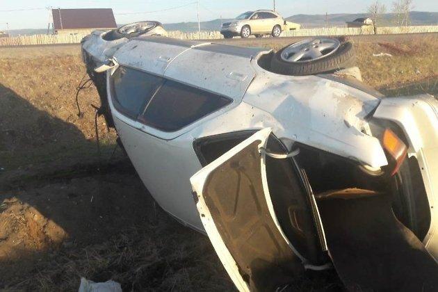 Опубликованы фото с места ДТП в Чите: водитель Toyota скрылся, оставив пассажира умирать в машине