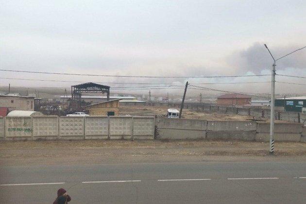 Пожар надвигается на нефтебазу в Нерчинске