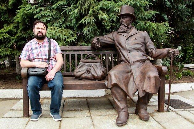 Памятник купцу Михаилу Бутину в Иркутске