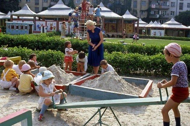 Неменее ста детских площадок вИркутске недобросовестный подрядчик неотремонтировал всрок
