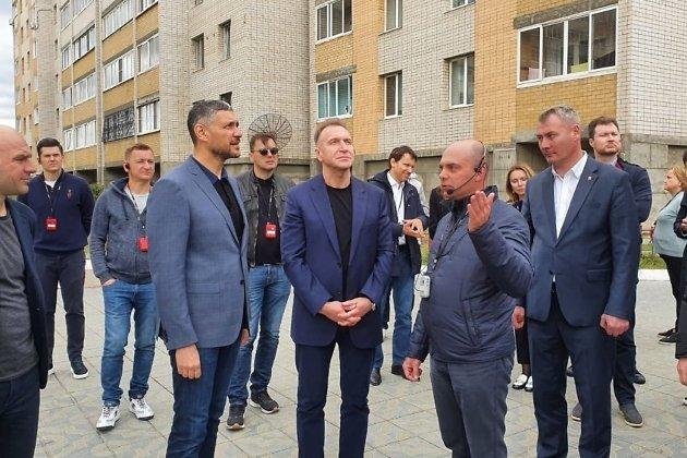 Александр Осипов, Игорь Шувалов и руководитель Регионального управления строительства Сергей Филонич