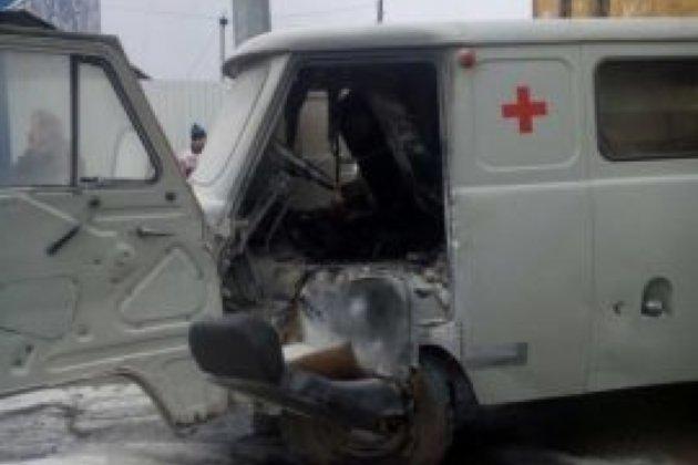 ВЧеремхово зажегся автомобиль скорой помощи