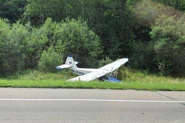 Stinson-108 совершил экстренную посадку на трассе в Амурской области