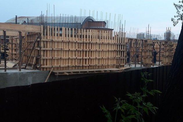 Строительство дома рядом с ипподромом