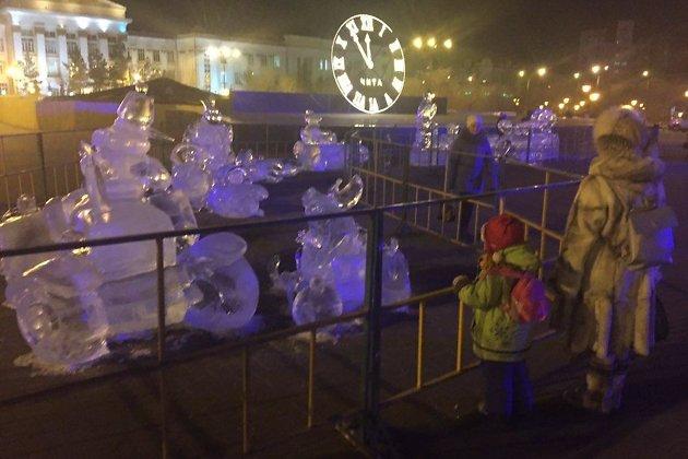 Забор на площади Ленина