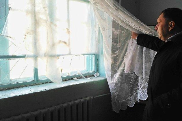 Представитель регионального отделения ОНФ Андрей Харин приехал посмотреть, в каком состоянии дом культуры. А там дырка в окне и мороз, как зимой
